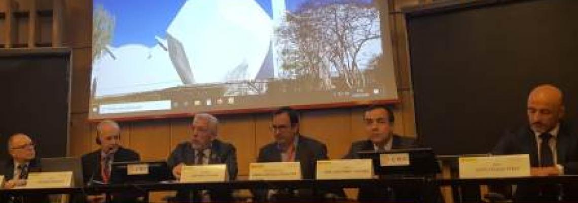 Imagen de la mesa de ponentes durante la inauguración